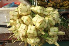 Bupati Hamim apresiasi kreatifitas perayaan Lebaran Ketupat di Pauwo-Tumbihe