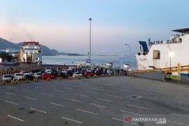 Suasana arus balik pemudik di pelabuhan Merak