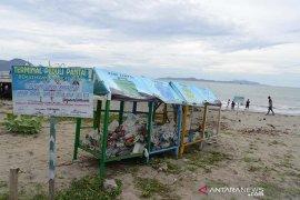 Terminal sampah plastik pantai