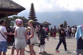 Air Danau Beratan Bali surut, kunjungan wisatawan tidak surut
