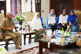 Plt Bupati Asahan halalbihalal di kediaman Alm Taufan Gama Simatupang
