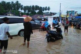 Banjir dan longsor di Padang Pariaman seorang tewas