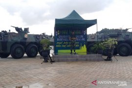TNI turunkan panser evakuasi korban banjir  Samarinda