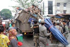 Penertiban PKL di Pasar Kampung Lalang, seorang petugas nyaris ditikam