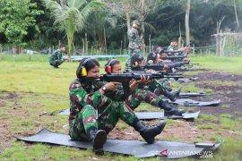 Srikandi Angkatan Udara Lanud Supadio tingkatkan kemampuan menembak