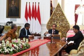 Joko Widodo sebut bisa saja Kabinet Kerja jilid II diisi anak muda