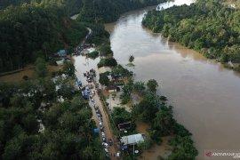 Danramil 1204-20/Jangkang pantau wilayah terdampak banjir