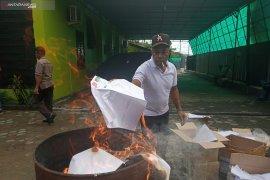 KPU musnahkan ribuan surat suara PSU sisa di Manokwari