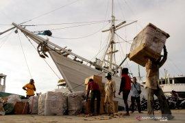 Pedagang di Ternate keluhkan biaya buruh bongkar di pelabuhan mahal
