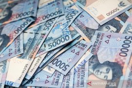 Rupiah weakens in accordance with World Bank's revised projection