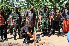 Wali kota Binjai lakukan peletakan batu pertama pembangunan jamban warga