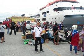 Arus balik di pelabuhan Ahmad Yani Ternate normal