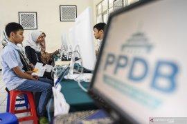Hari pertama  PPDB zonasi di Sumut dilakukan secara manual