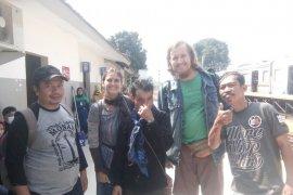Wisatawan Amerika Serikat kunjungi perkampungan Badui