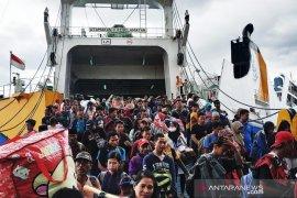 Arus balik melalui Pelabuhan Trisakti Banjarmasin kembali padat