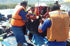Diduga karena kelebihan muatan KM Nusa Kenari tenggelam