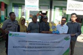 BPJS Ketenagakerjaan lagi serahkan bantuan banjir Samarinda