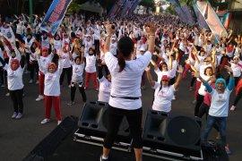 Sambil senam, warga Tulungagung kampanye Indonesia damai