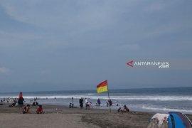 Balawista Sukabumi selamatkan wisatawan tenggelam di Pantai Istiqomah