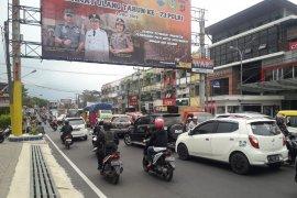 Antrean panjang kendaraan dari Puncak-Cipanas menuju Bogor