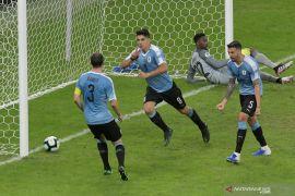 Uruguay lumat sepuluh pemain Ekuador