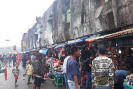 Pemkot Ambon tertibkan PKL di terminal Mardika