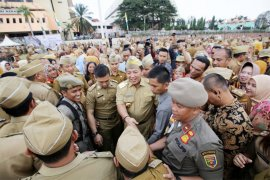 Gubernur Arinal Djunaidi Pimpin Upacara Mingguan Pertama