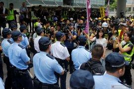 Melihat demonstrasi berseragam hitam di Hong Kong