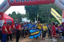 Silaturahmi pesepeda gunung  meriahkan HUT Bhayangkara Ke-73 Polres HSS