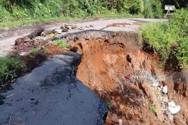 Dinas PUPR segera perbaiki jalan terkena longsor