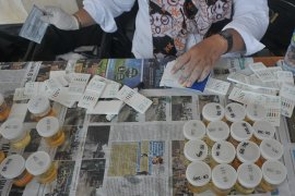 Tes urine siswa baru di SMK Negeri 8 Palembang Page 1 Small