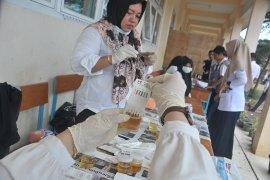 Tes urine siswa baru di SMK Negeri 8 Palembang Page 4 Small