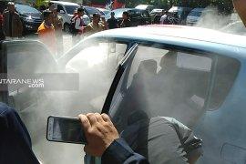 Mobil terbakar di area parkir gedung DPRD Kota Surabaya
