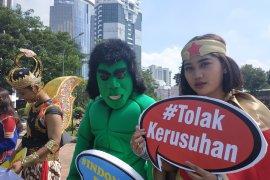 Sejumlah superhero bawa pesan damai sidang MK