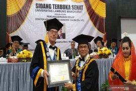 Nico Roozen raih gelar doktor HC pertama dari ULM