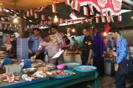 Petugas Karantina monitoring kesegaran ikan