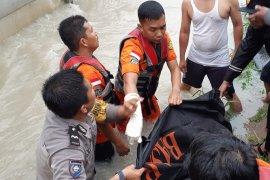 Basarnas:  Korban tewas akibat banjir Pekanbaru pengantin  baru