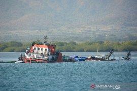 """Boat pukat KM """"Doa Mama"""" tenggelam di laut Teunom, 9 awak selamat"""