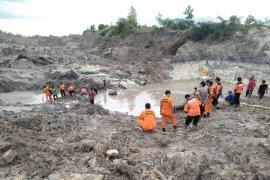 Satu korban masih tertimbun di lubang tambang timah Bangka Tengah