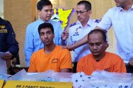 Terima paket ekstasi dan sabu-sabu, tukang kebun ditangkap Bea Cukai