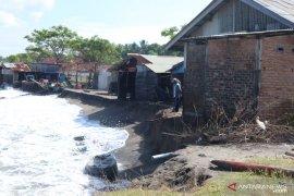 Warga Sungai Limau Padang Pariaman mengharapkan penanganan abrasi pantai