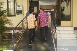 Pejabat Imigrasi Mataram tersangka suap terancam dipecat