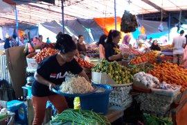 Harga bahan pokok masyarakat di Ternate belum stabil