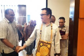 Menpora  minta noken jadi cenderamata PON XX Papua
