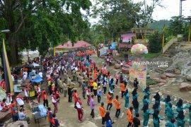 HUT Bhayangkara di Madina diwarnai jalan santai dan senam bersama