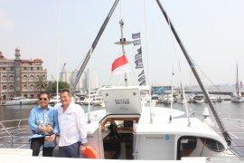 """Kapal Swiss """"Race for Water"""" kampanye hentikan sampah plastik di laut"""