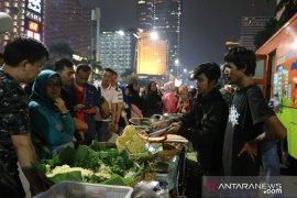 Para pedagang dapat berkah pagelaran perayaan HUT DKI Jakarta