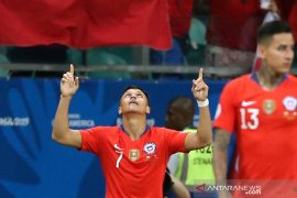 Sanchez sebut dirinya bermain sembari tahan rasa sakit di engkel