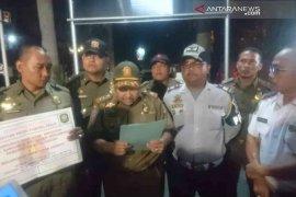 Tiga lahan parkir ilegal di Kota Bekasi disegel