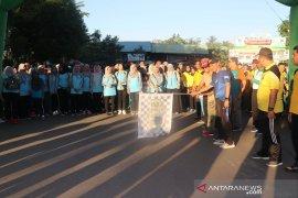 Jalan Santai dan deklarasi damai HUT Bhayangkara ke-73 di HSS
